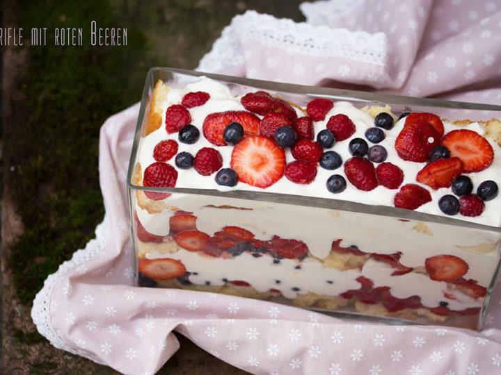 Trifle mit roten Beeren nach Leila Lindholm