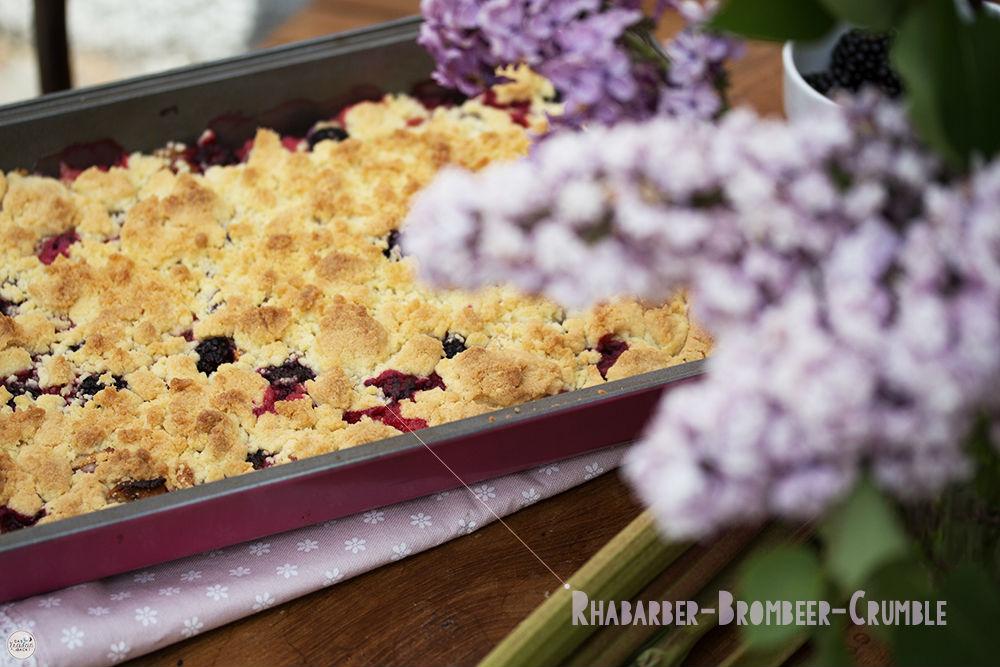 Rhabarber-Brombeer-Crumble