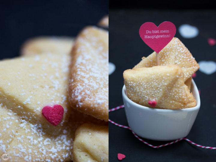 Eine Hand voll Liebesbrief-Kekse