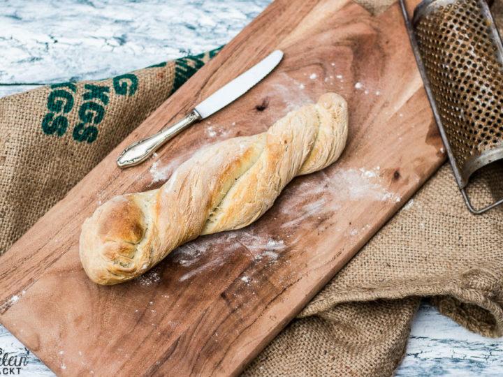 Ein frisch gebackenes Rosmarinbaguette