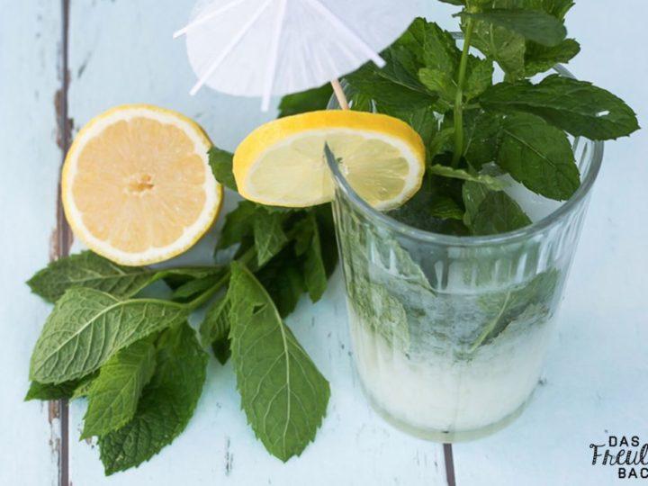Eiskalte Kokosnuss-Minz-Limonade