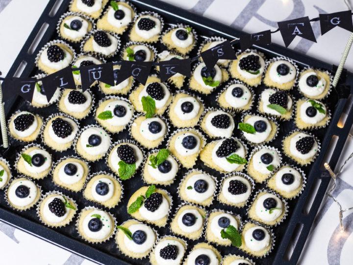 Mini-Vanille-Cupcakes fuer einen Purzeltag!